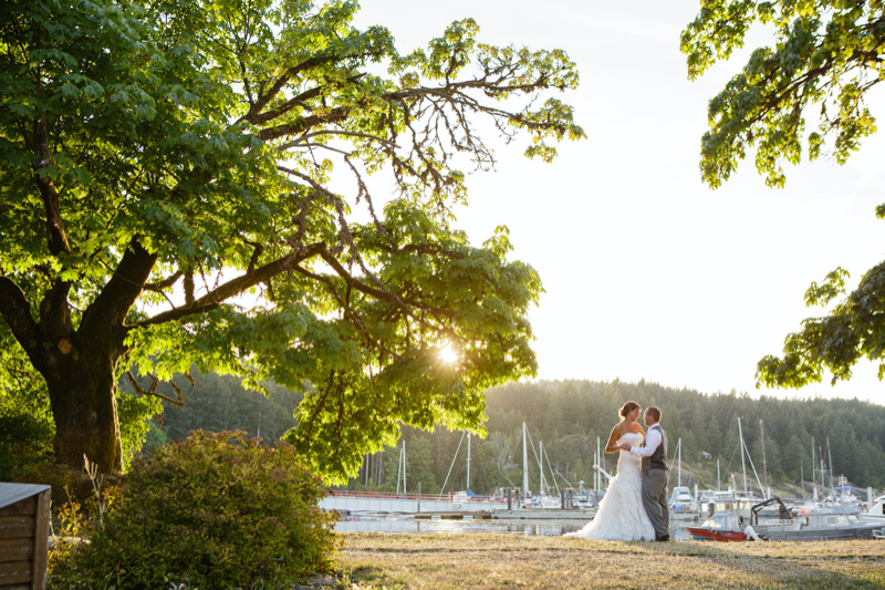 couple in the sunset at heriot bay inn