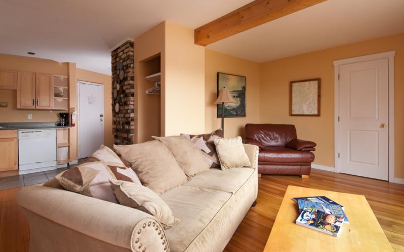Heriot Bay Inn Livingroom